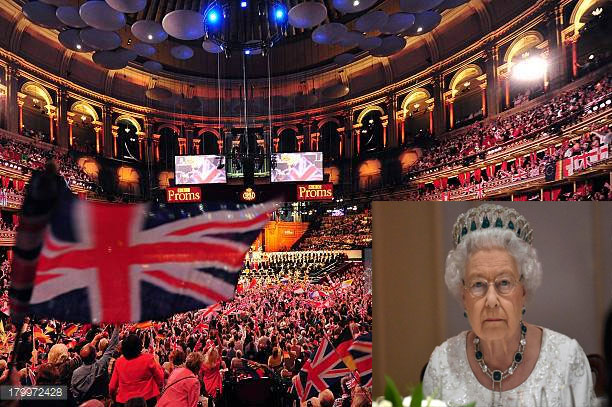 Isabel II en el Royal Albert Hall de Londres