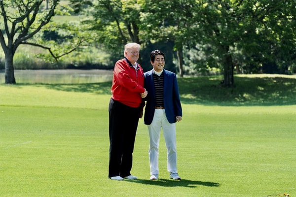 Donald Trump y Shinzo Abe foto 6