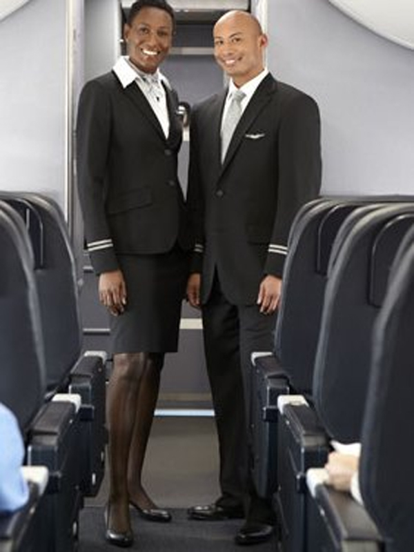 United Airlines mujer y hombre negros